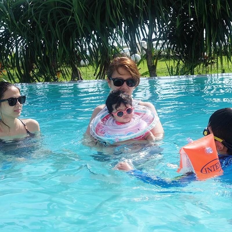 LOOK! JC De Vera takes his baby Lana in a vacation